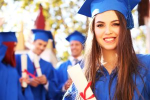 How to Invest in Your College Education the Right Way: For Free Scholarship