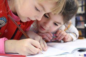 kids-girl-pencil-drawing