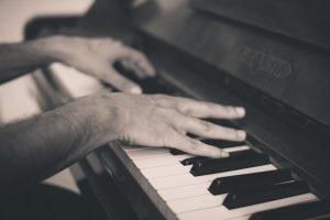 ganar dinero haciendo música